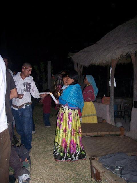 Ceremonia de Xicuri Neira con los hermanos Wixarikas (huicholes) - 29333_112388665462840_100000751222696_76151_1152885_n%255B1%255D.jpg