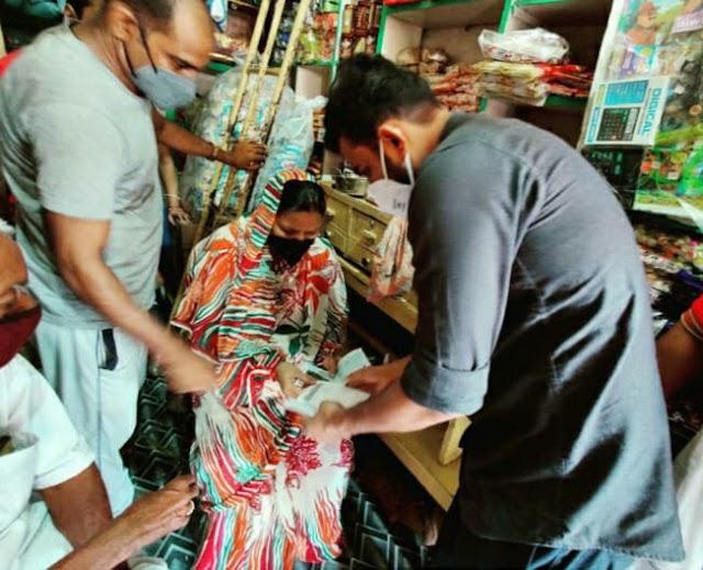 दो मासूम बच्चों की जिम्मेदारी उठाई विधायक ललई यादव ने भेजा आर्थिक मदद