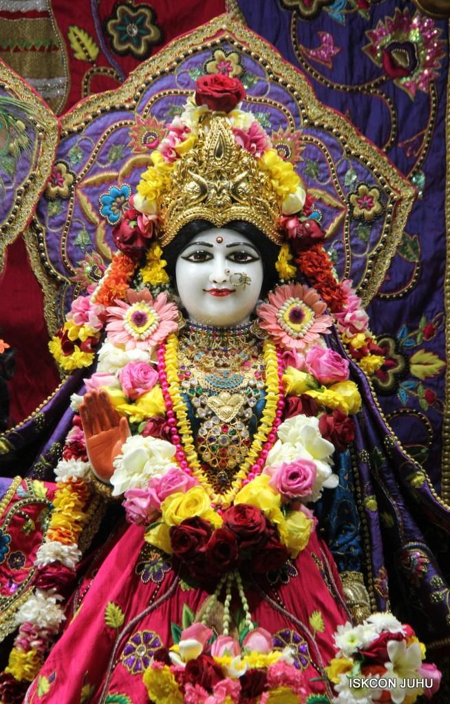 ISKCON Juhu Sringar Deity Darshan 20 Jan 2017 (5)