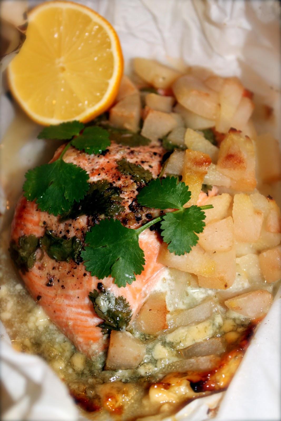 Petits repas entre amis papillotes de saumon au roquefort for Idees repas entre amis 12 personnes