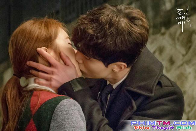 """Đây là điều mà Lee Dong Wook và Yoo In Na tiếc nuối nhất khi đóng """"Goblin"""" - Ảnh 2."""