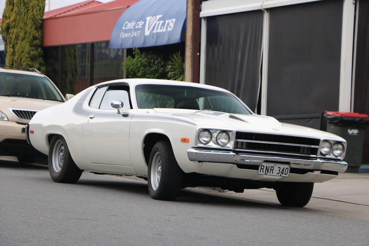 Plymouth RoadRunner 05.jpg