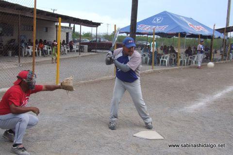 Carlos Galván del SUTERM en el softbol del Club Sertoma