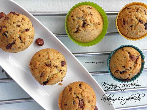 Muffinki z orzechami laskowymi i czekolada