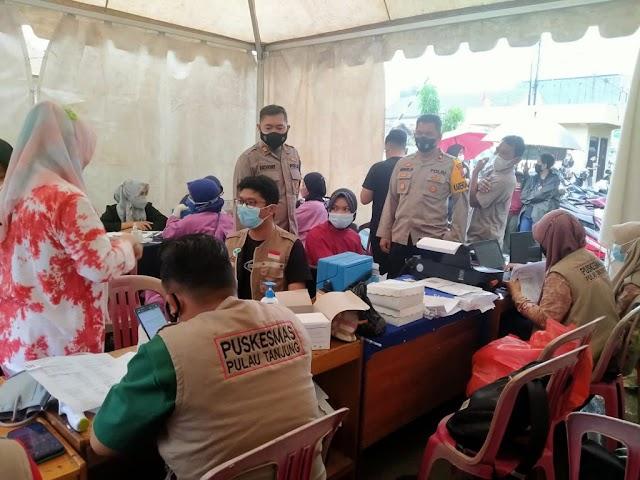 Cegah Covid-19, Ratusan Warga Ikuti Vaksinasi di Polsek Simpang Empat