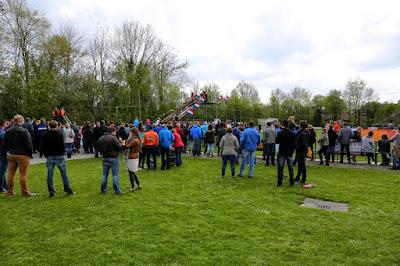 Terbroek Konigsdag spelen sportparkTerschuur 27--4--2015