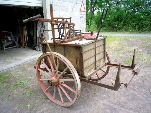 Unkrautspritze Bj. 1925 mit Exzenderantrieb über das Rad für Pferdezug