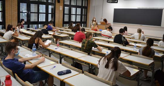 Más de 700 alumnos se presentan a la PEvAU extraordinaria en la UAL