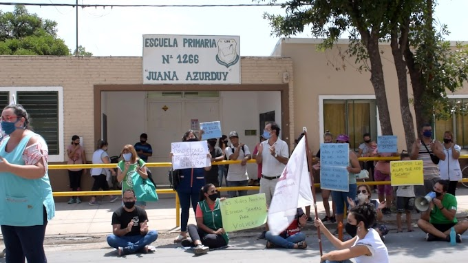 Sentada en la Escuela N° 1266 en Protesta por el Agua y mejoras edilicias