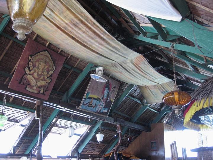 ボラカイ ツルゥ フード - ボラカイの印度料理店2階の天井