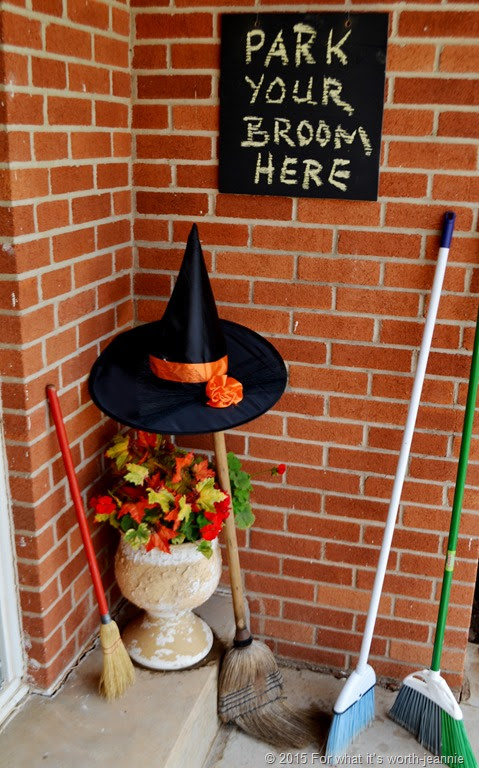 Easy Halloween party decorations plus a free printable