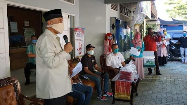 Foto: Wako Mahyeldi. Meski Dirumahkan, Pekerja Hotel di Padang Tetap Produktif.
