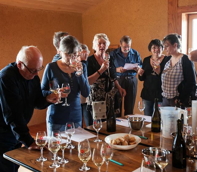 Assemblage des chardonnay milésime 2012. guimbelot.com - 2013%2B09%2B07%2BGuimbelot%2Bd%25C3%25A9gustation%2Bd%25E2%2580%2599assemblage%2Bdu%2Bchardonay%2B2012%2B114.jpg