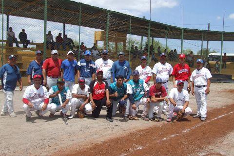 Equipo Tiburones del Sertoma en la Liga de Beisbol de Salinas Victoria