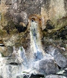 Manantial de agua sulfurosa