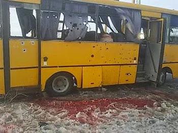 Как российские СМИ подменили видеокадры расстрелянного на Украине автобуса