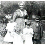 Laura Keene Gleaves with daughter Anna Gleaves Rich's children Margaret Rich, Anna Bob Rich, Carrie Rich, Charles Wythe Gleaves Rich about 1918