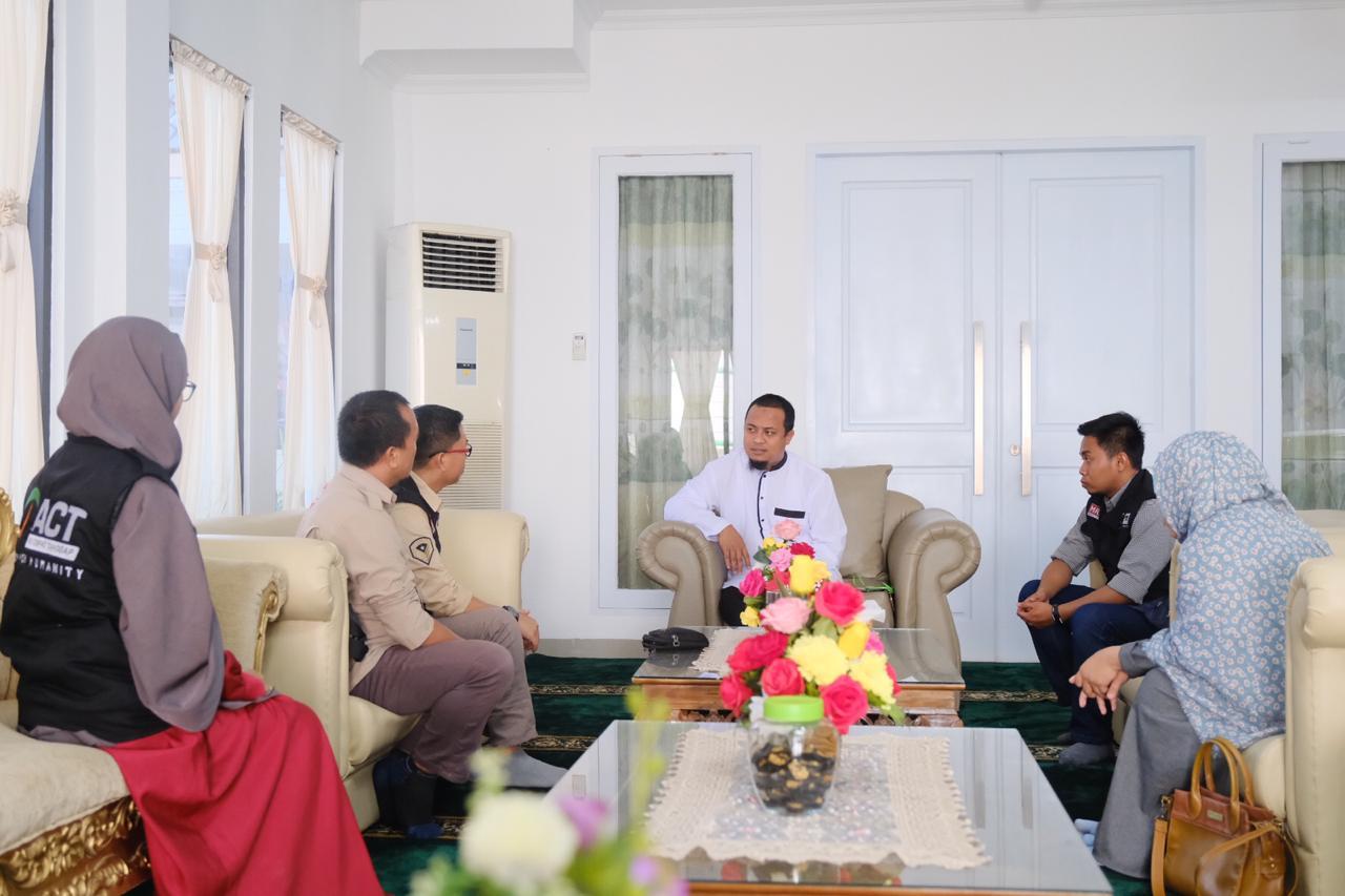 Pertemuan Wagub Sulsel Andi Sudirman Sulaiman Dengan General Manager ACT Sulsel Bahas Bansos Wamena