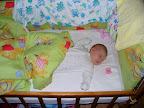 4 недели и 1 день :) Весим уже 5 кг Вот так мы спим :)