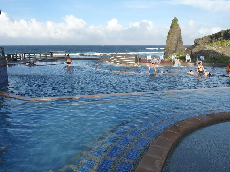 Sources chaudes d'eau de mer. Trois dans le monde.  Taïwan (Lu Dao) Italie (Iles Lipari) et Açores