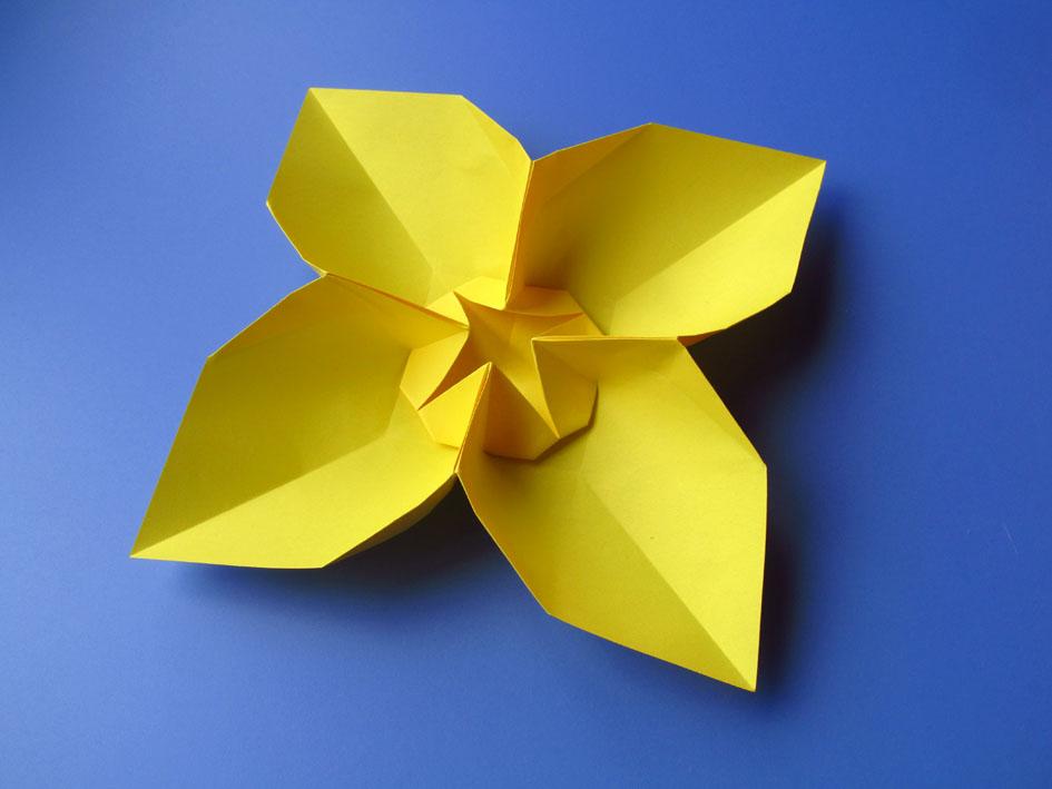 Origami Fiore quadrato, variante 1 - Square Flower, variant 1 by Francesco Guarnieri
