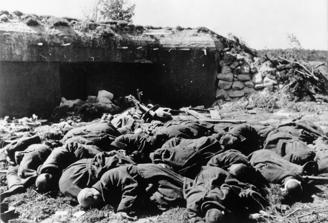 <p>Убитые и брошенные советские солдаты, июль 1941.</p>