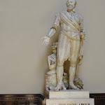 """Assemblée nationale : salle des Conférences, statue d'Henri IV et citation """"La violente amour que je porte à mes sujets m'a fait tout trouver aisé et honorable"""""""