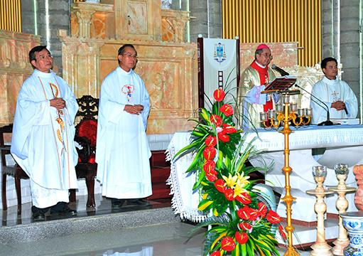 Gia đình Tận hiến Đức Mẹ Đồng công hạt Nha Trang mừng lễ bổn mạng