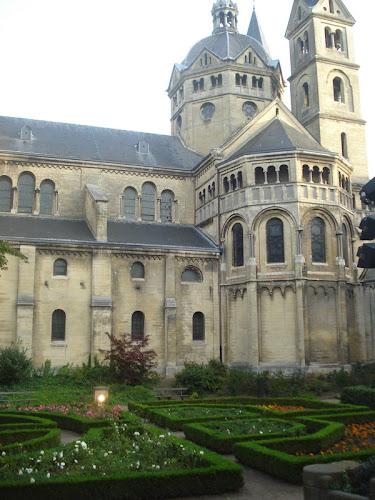 Roermond Chiesa Giardino