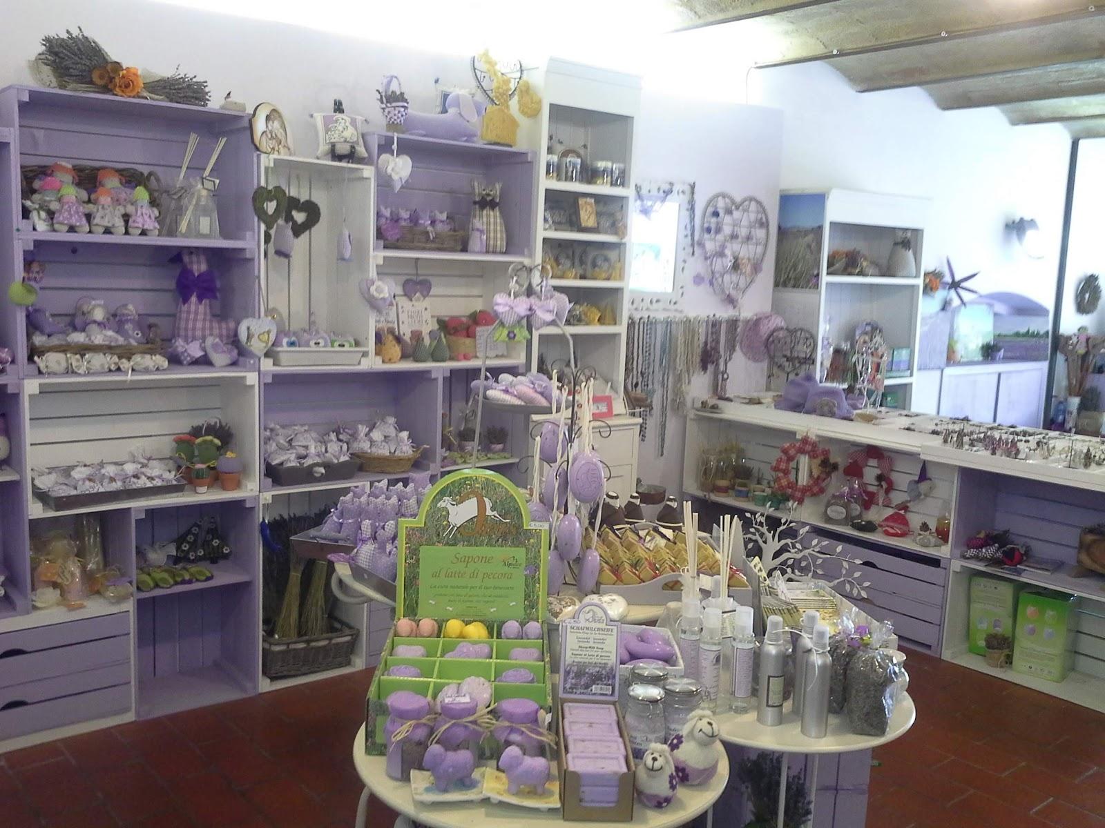 Idee Arredamento Negozio: Arredamento negozio angolo bambini.