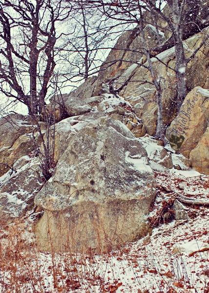 falus din piatra muntii buzaului