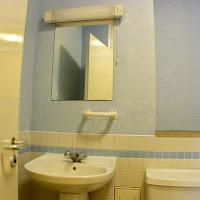 Room 36-bathroom