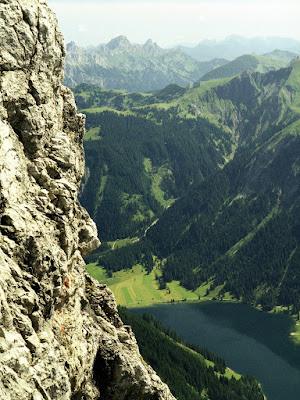 Tannheim Tirol - Blick vom Jubiläumsweg zum Vilsalpsee