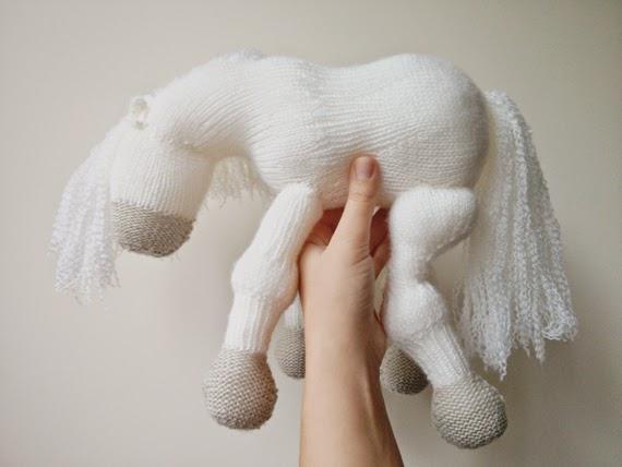 white horse :: cavalinho branco