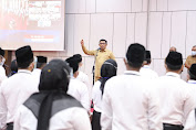 Serahkan SK Non PNS, Kadisdik Aceh Minta Pegawai Tingkatkan Profesionalisme Kerja