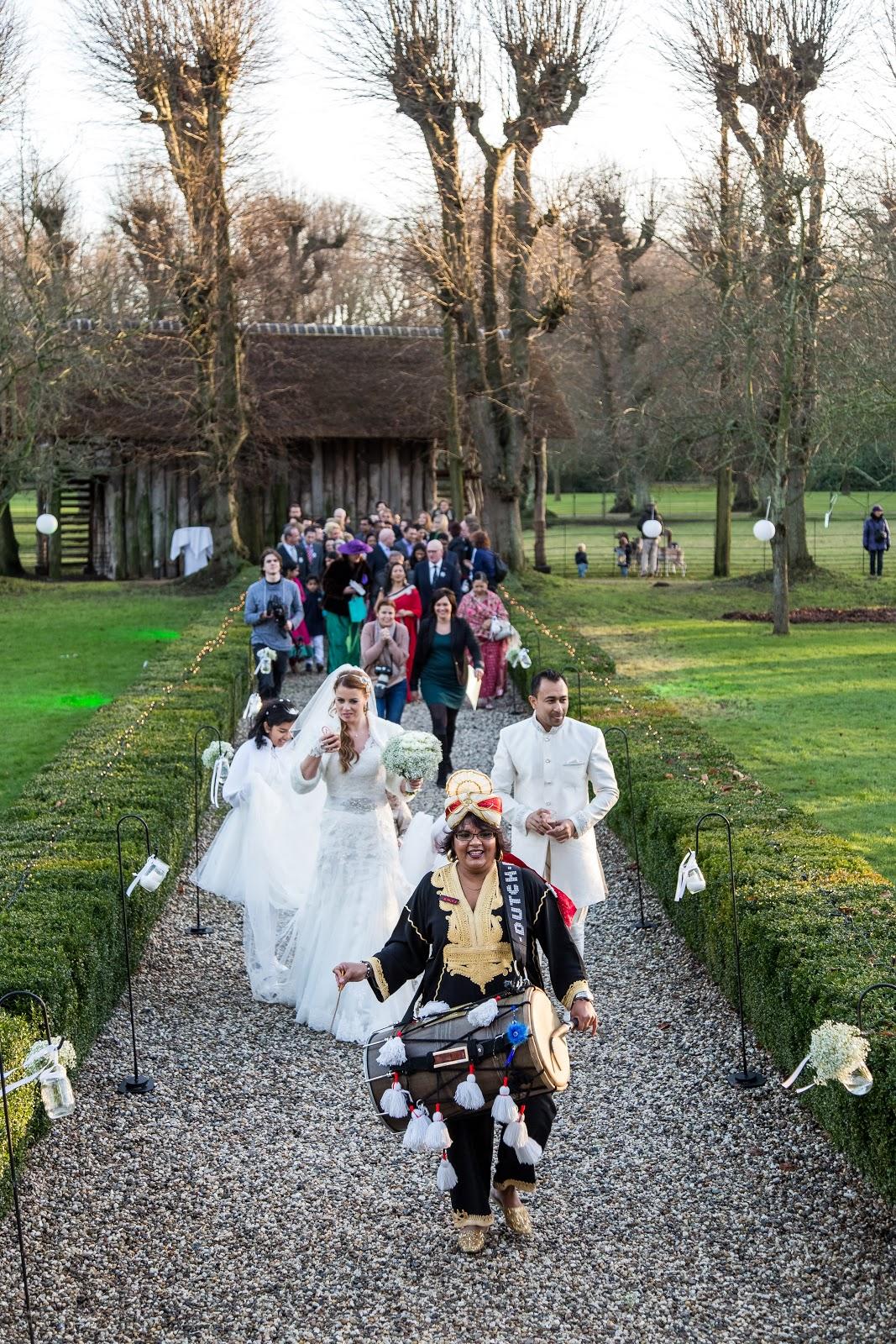 Aankomst bruidspaar & gasten met warme chocomel.jpg