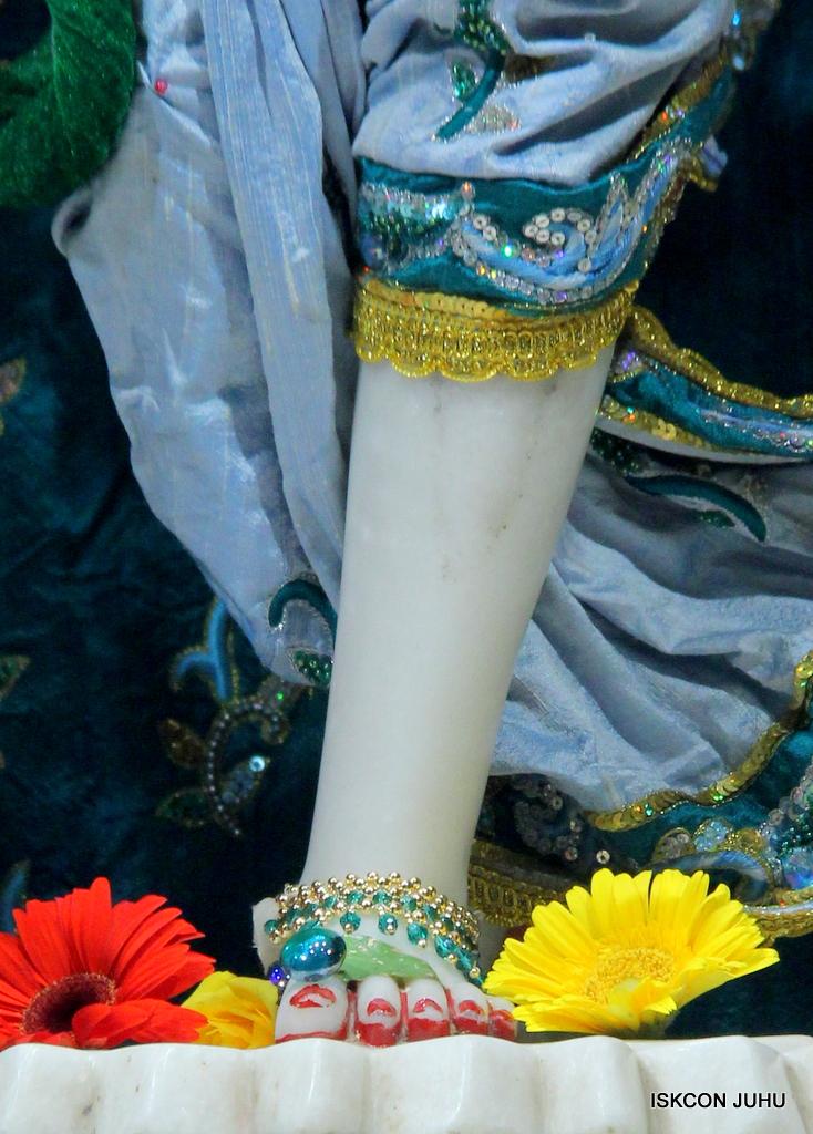 ISKCON Juhu Sringar Deity Darshan on 25th Oct 2016 (44)