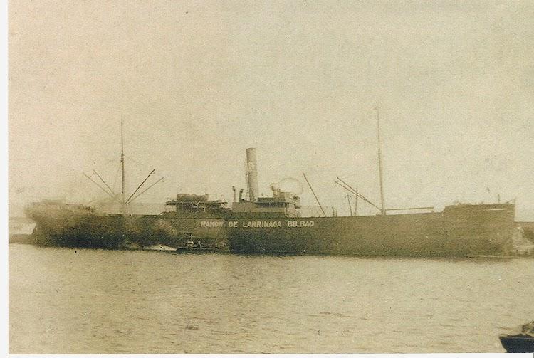 Vapor RAMON DE LARRINAGA. Posiblemente en Barcelona. Ca.1917. Colección Jaume Cifre Sanchez. Nuestro agradecimiento.jpg