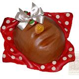 2. kép: Ünnepi torták - Kenyér alakú torta pöttyös terítővel