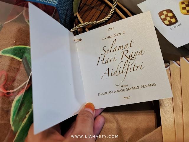 Raya Gift Batik Swiss Roll & small assorted cookies dari Shangri-La's Rasa Sayang Resort and Spa