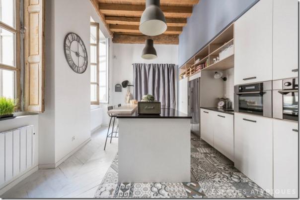 arredare-casa-soppalco-grigio-e-legno-7