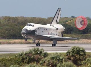 Fotografía del aterrizaje del transbordador Discovery