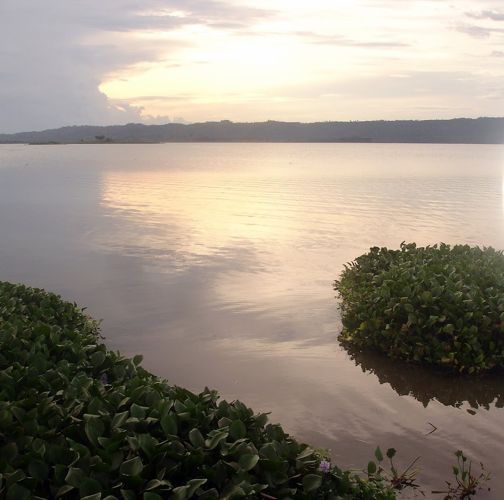 late afternoon... sunset approaches over Lago Peten Itza