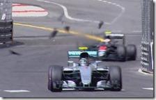 Nico Rosberg davanti a Jenson Button