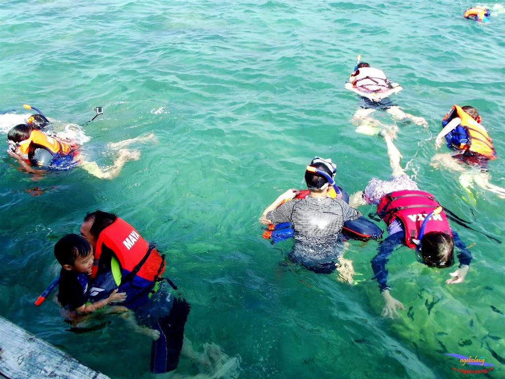 family trip pulau pari 140716 Fuji 071