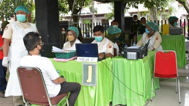 Heboh Antrean Vaksinasi Massal Covid-19 di Medan