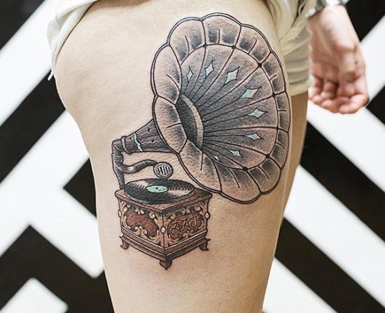 gramofone_coxa_tatuagem