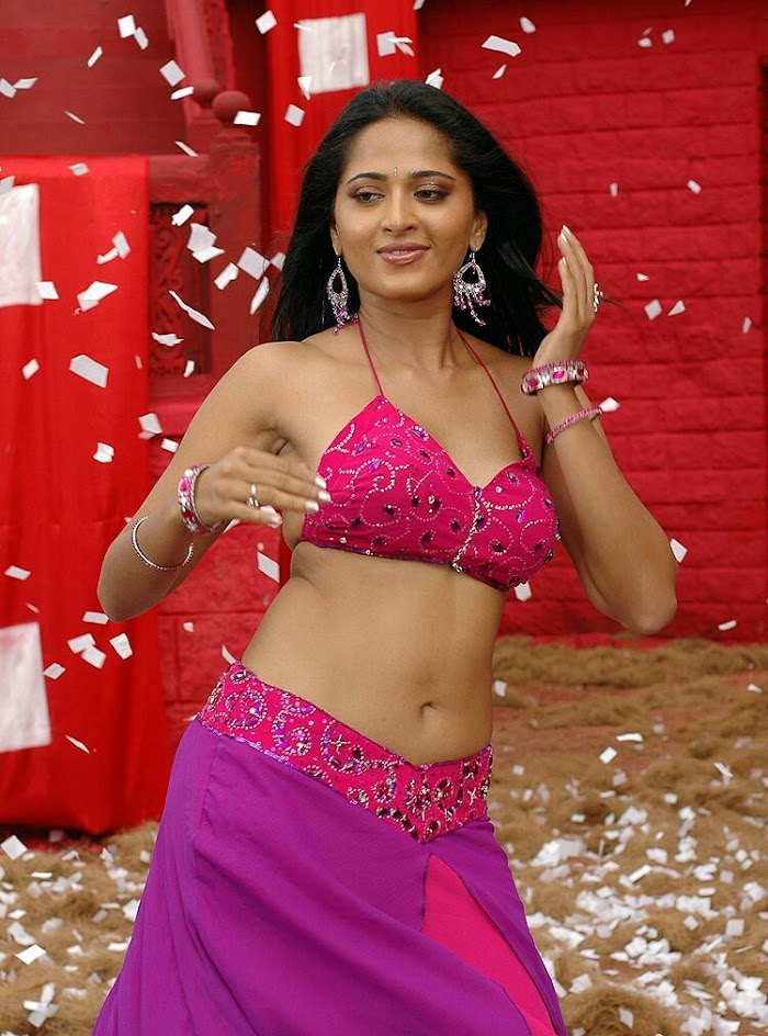 Anushka Shetty Hot Image collection in Pink saree