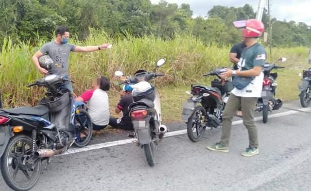 Penunggang motosikal buat aksi 'superman' ditahan