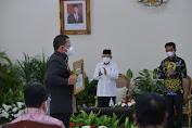 Wapres Serahkan Penghargaan Provinsi dan Kabupaten Peningkatan Produksi Padi Tertinggi